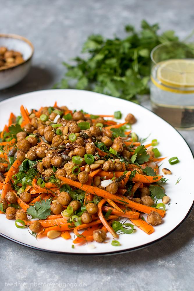 Scharf-saurer Möhrensalat mit gerösteten Kichererbsen Rezept vegan