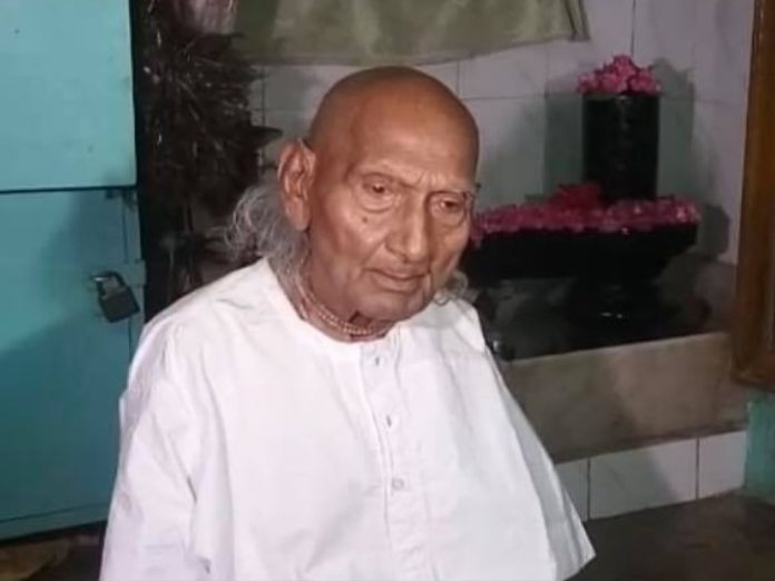 In Varanasi, a 125-year-old got the corona vaccine, had reached the vaccination center alone