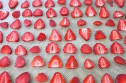 slice strawberries ready to dehydrate