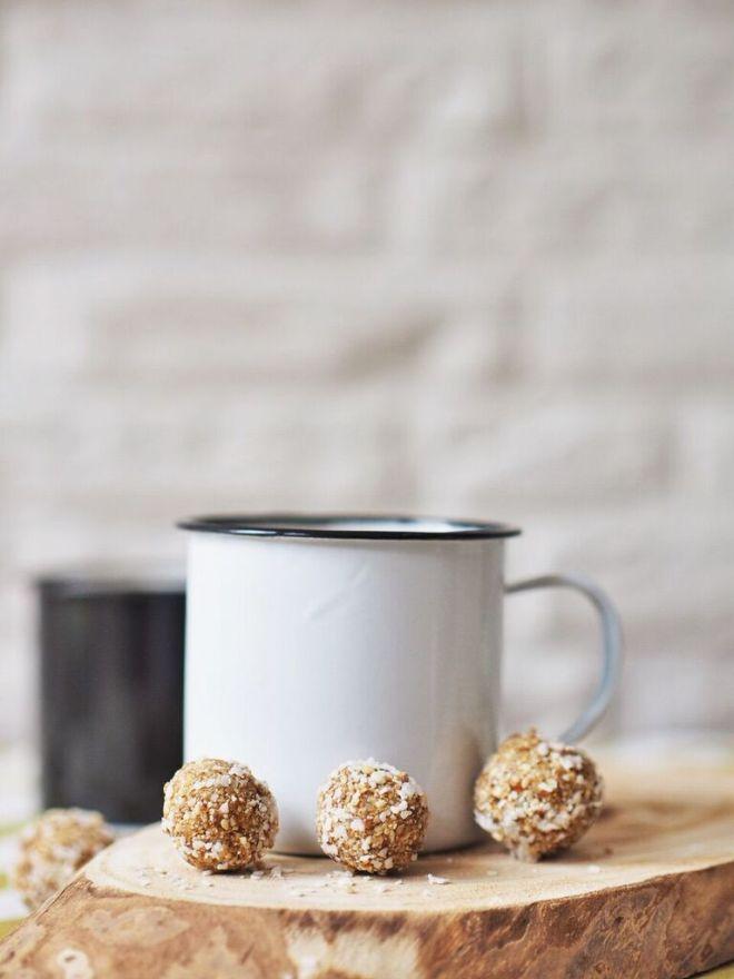 Gesunder Snack: vegane Energyballs Cashew Aprikose Sesam 19