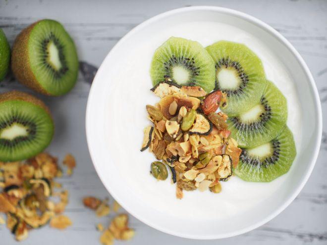 FEED YOUR FITNESS Sommer Granola mit Joghurt und Kiwi 2