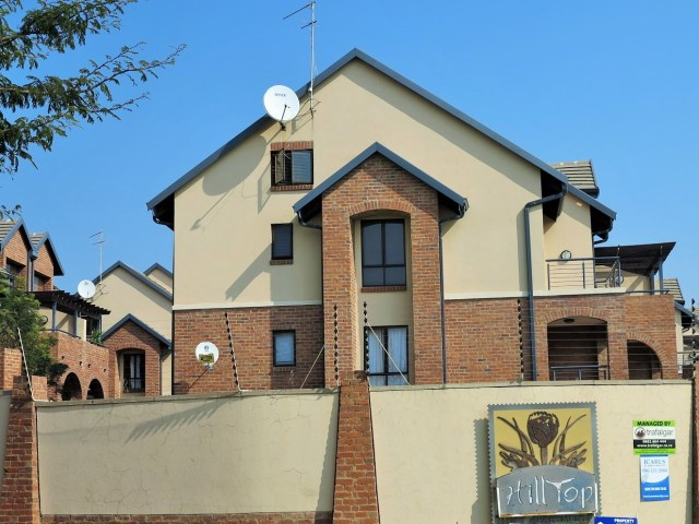 Bachelor Apartment To Let in Hilltop Lofts Security Complex in Midrand by Feel-at-Home