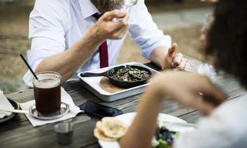Comment éviter la fatigue après les repas