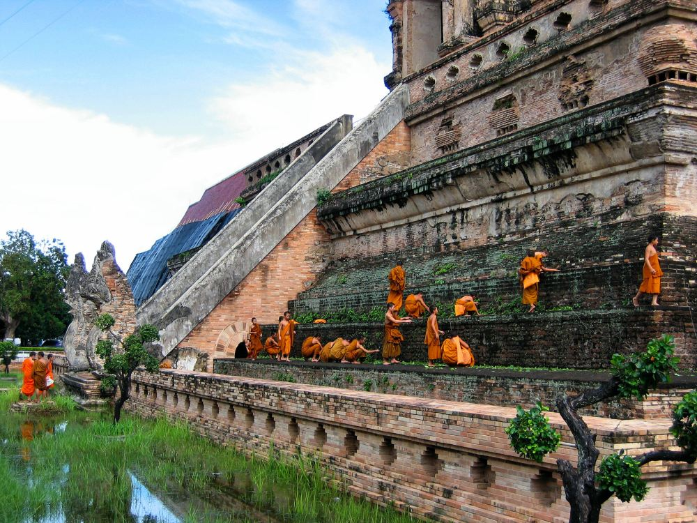 Wat Chedi Luang, one of the most spectacular places to go in Thailand