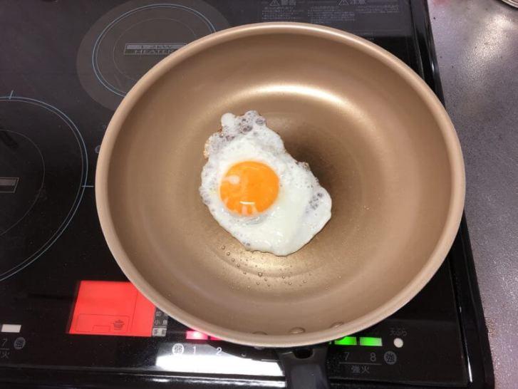 エバークックのフライパンでカリカリの目玉焼きを作った