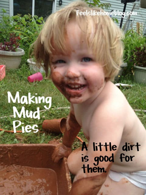 Making Mud Pies - Kids Sensory Play - These activities are perfect for toddlers, preschoolers, and older kids who like to get dirty. Uses natural materials and ideas for learning.
