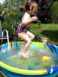 Grace splashing