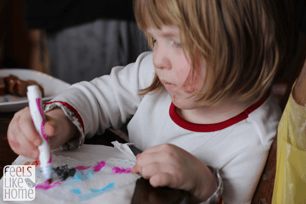 coloring-on-wet-doiley