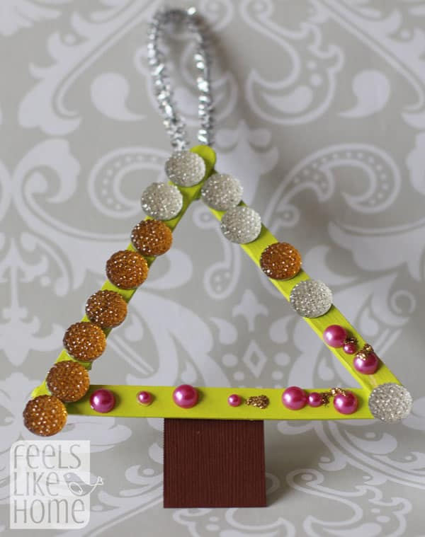popsicle-stick-christmas-trees-preschoolers-allie2