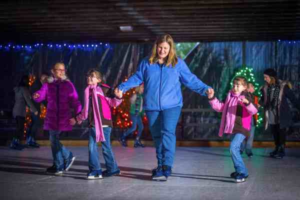 hersheypark-christmas-candylane-ice-skating