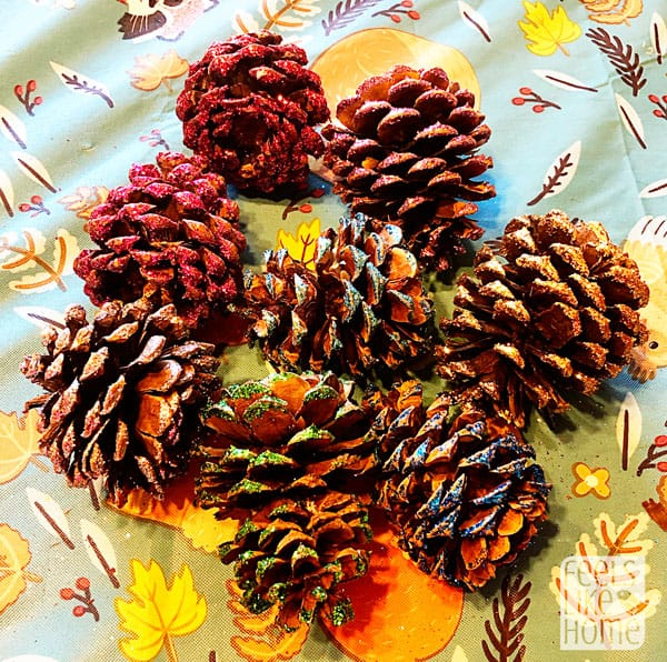 A table topped with lots of pine cones