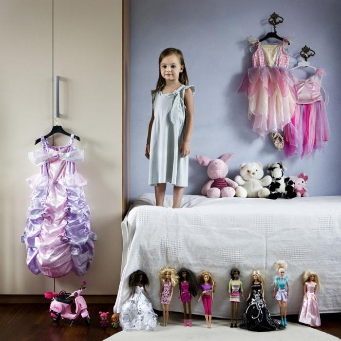 Kinderen van over de hele wereld tonen hun speelgoed