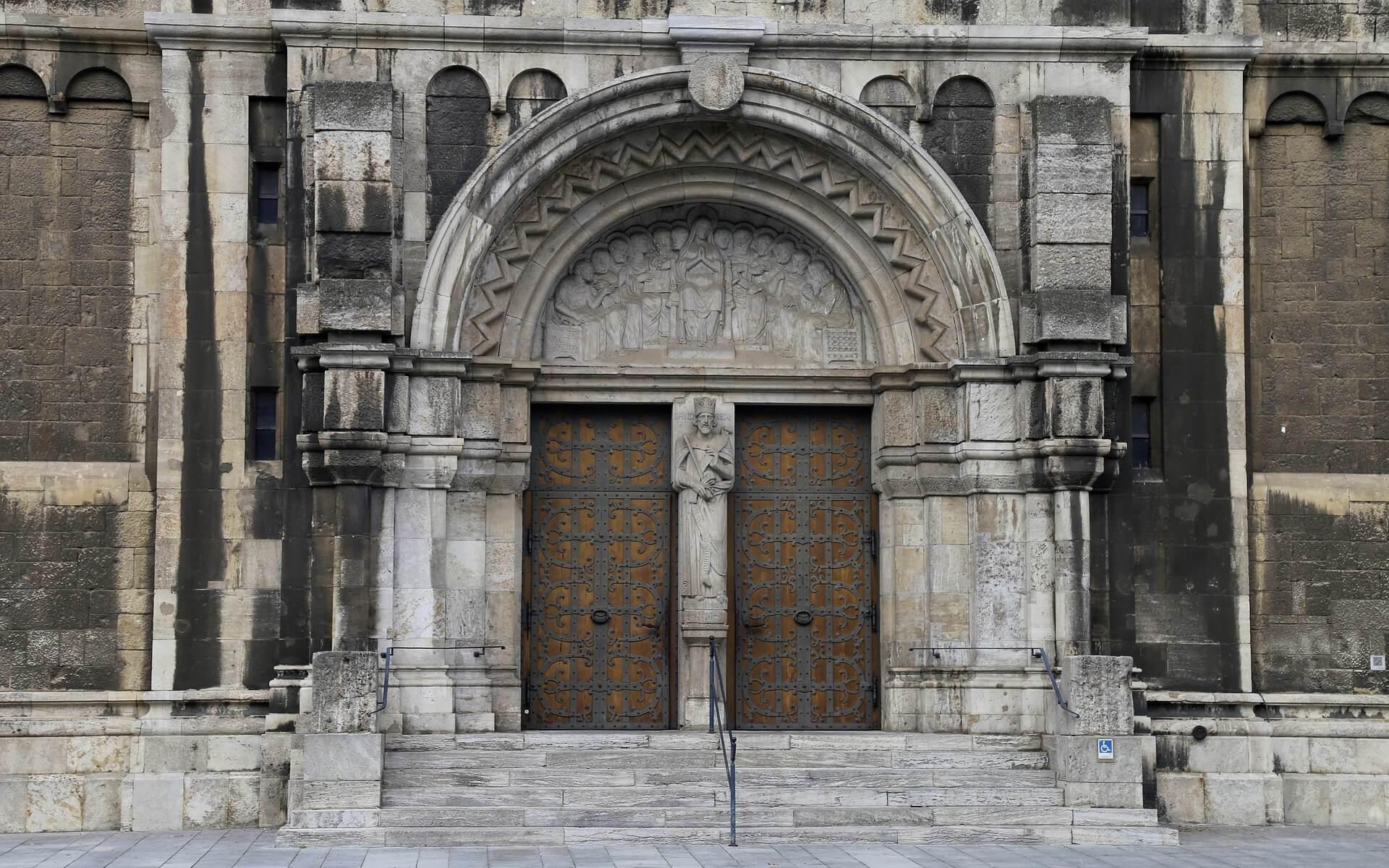 Portal einer Kirchen, Ort für #96Thesen