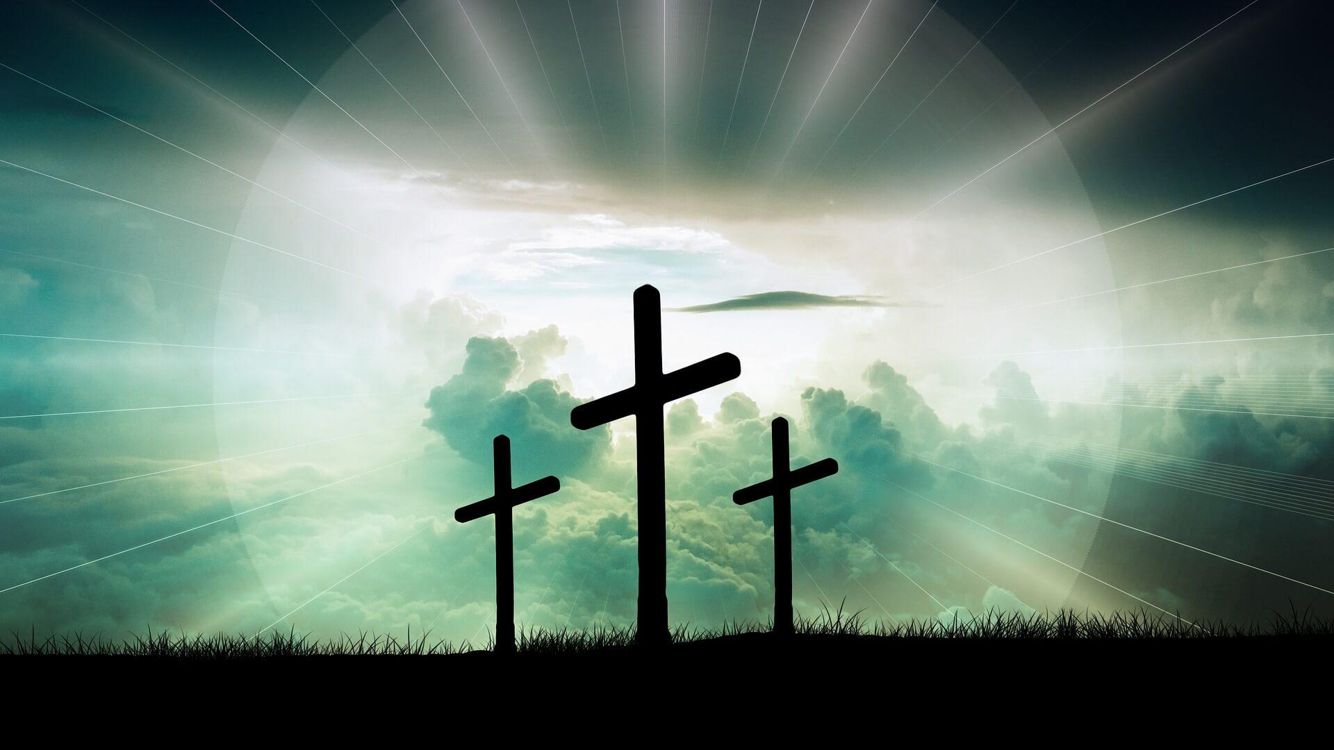 Symbolbild Ostern, Emmaus: 3 Kreuze vor dem Mond