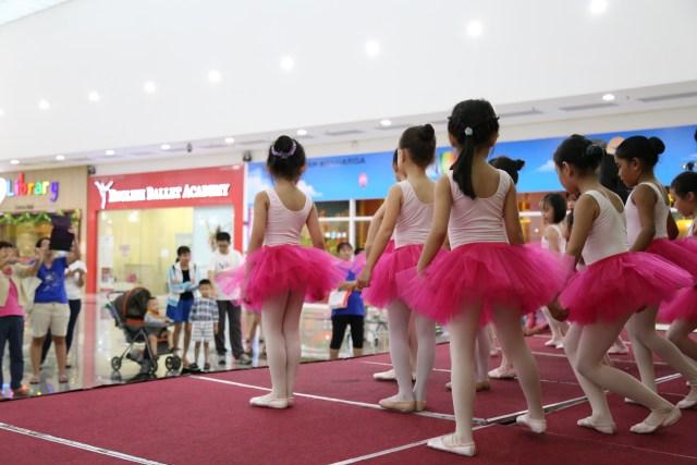 children ballet rehearsal