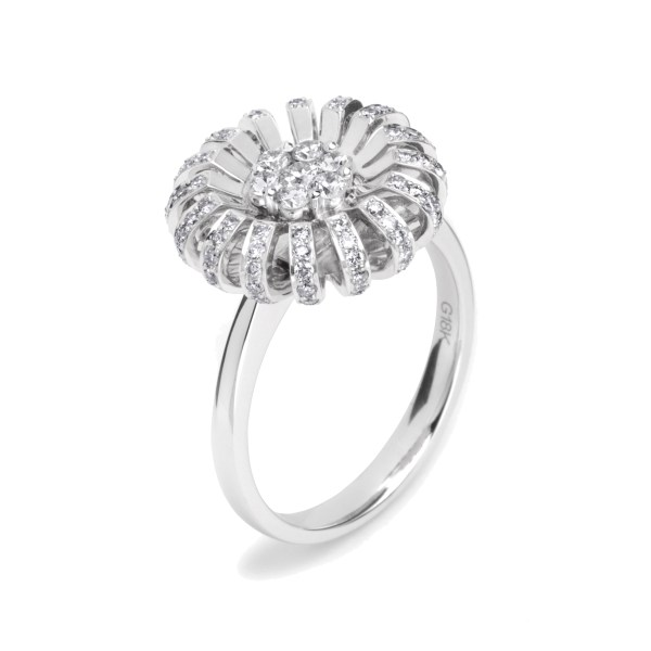 18ct white gold Daisy ring with diamonds.