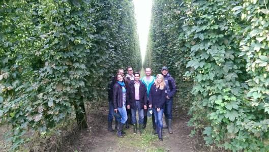 Christian Hans Müller mit seinem Team, Sebastian Mergel von der Bierfabrik, Florian Perschel von Barth Haas und ich