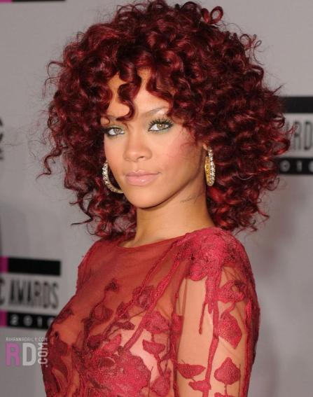 Cabelos cacheados - Rihanna