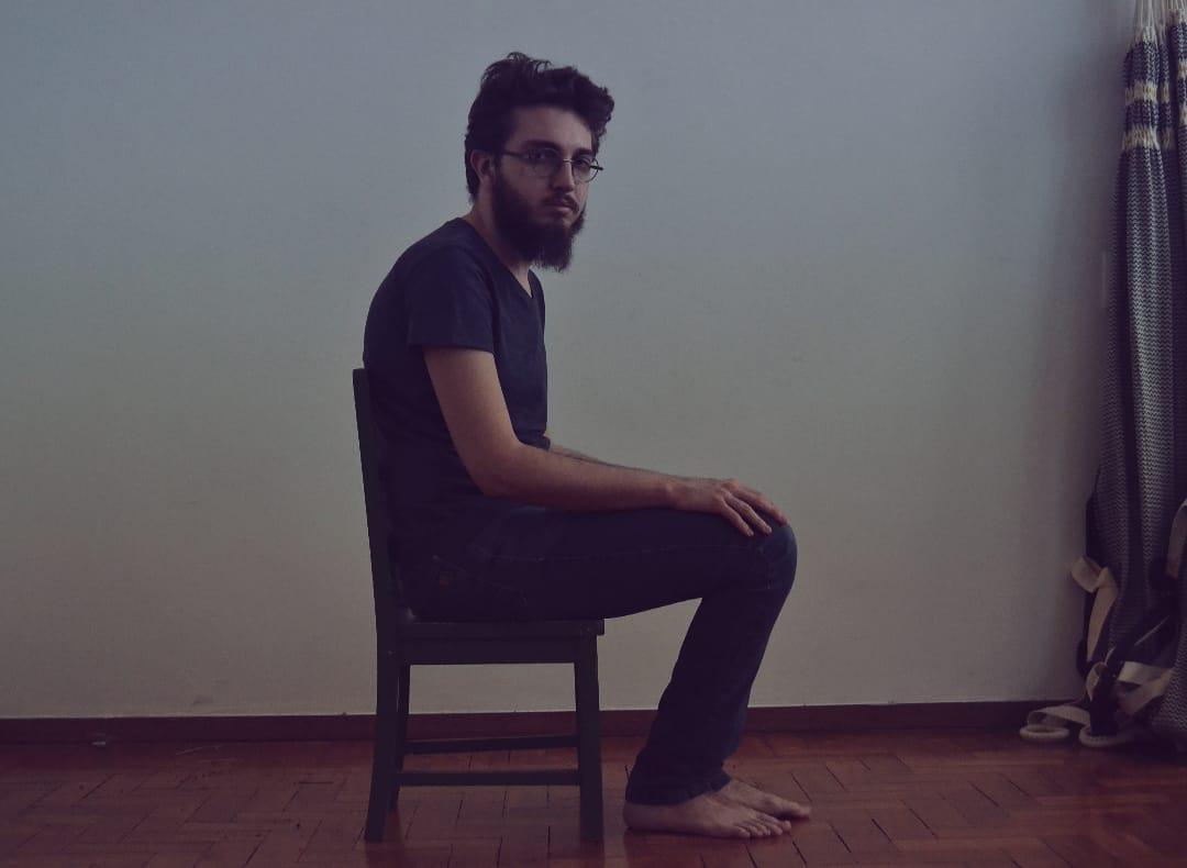 """Bernardo Martins disseca o romantismo no EP """"Só o Amor Não Basta"""""""