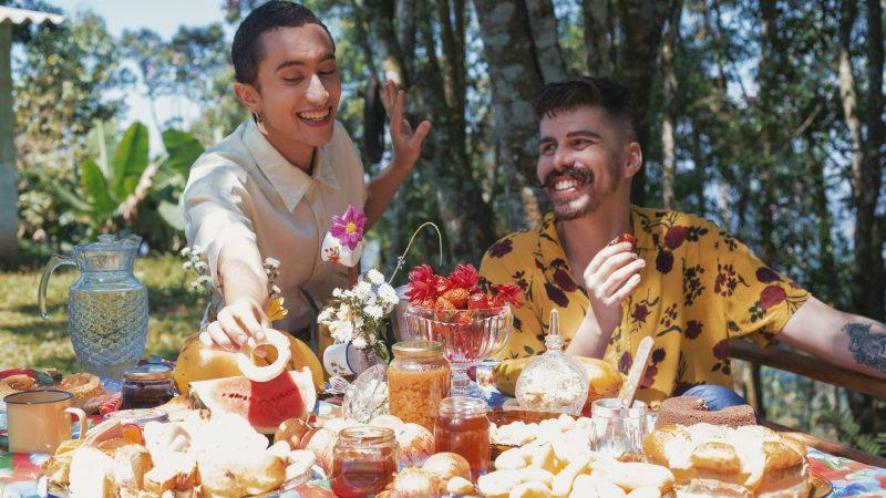 Sertanejo ganha cores e diversidade com o Queernejo