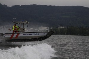 unser Boot, die V112, schanzt über die Wellen des Bodensees