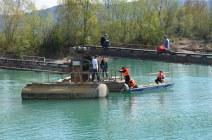 Evakuierung von Bewohnen von Häusern in überschwemmten Gebieten mit unseren Hochwasserbooten