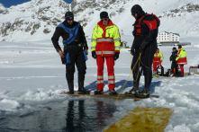 Einsatz am gefrorenen Stausee