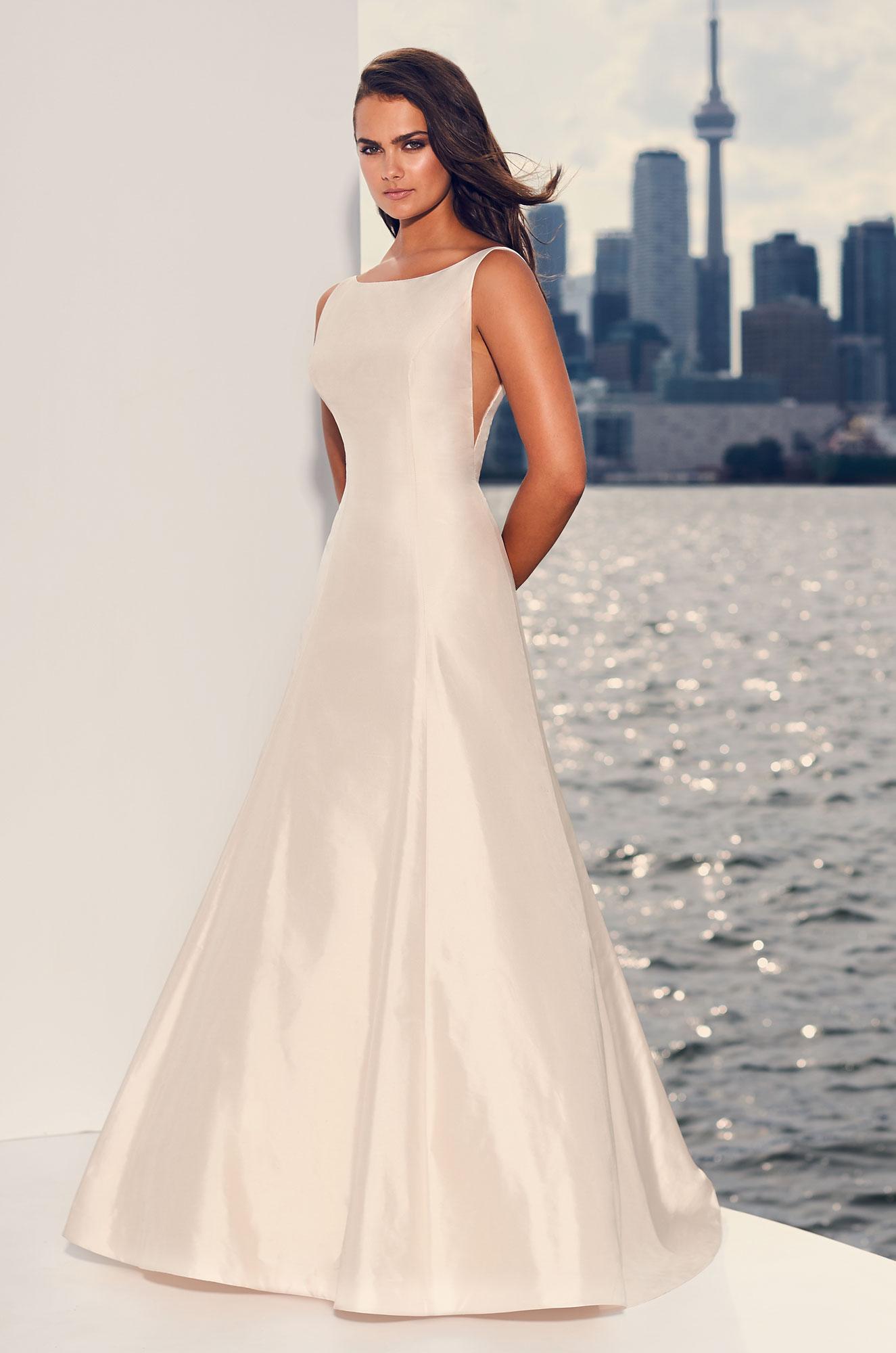 Off the rack Wedding Dress Sample Sale Clearance