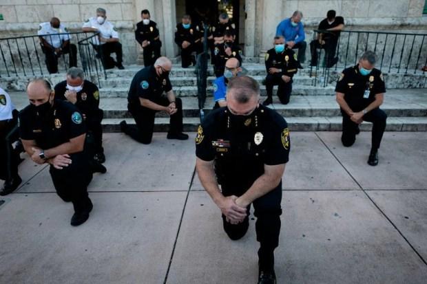 Coral_Gables_Kneeling_Police_60jwe.jpg