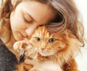 image of a woman hugging a kitty