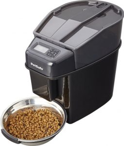 Buyer's Guide & Reviews for the Top 5 Best Automatic Cat Feeders [2020] 8