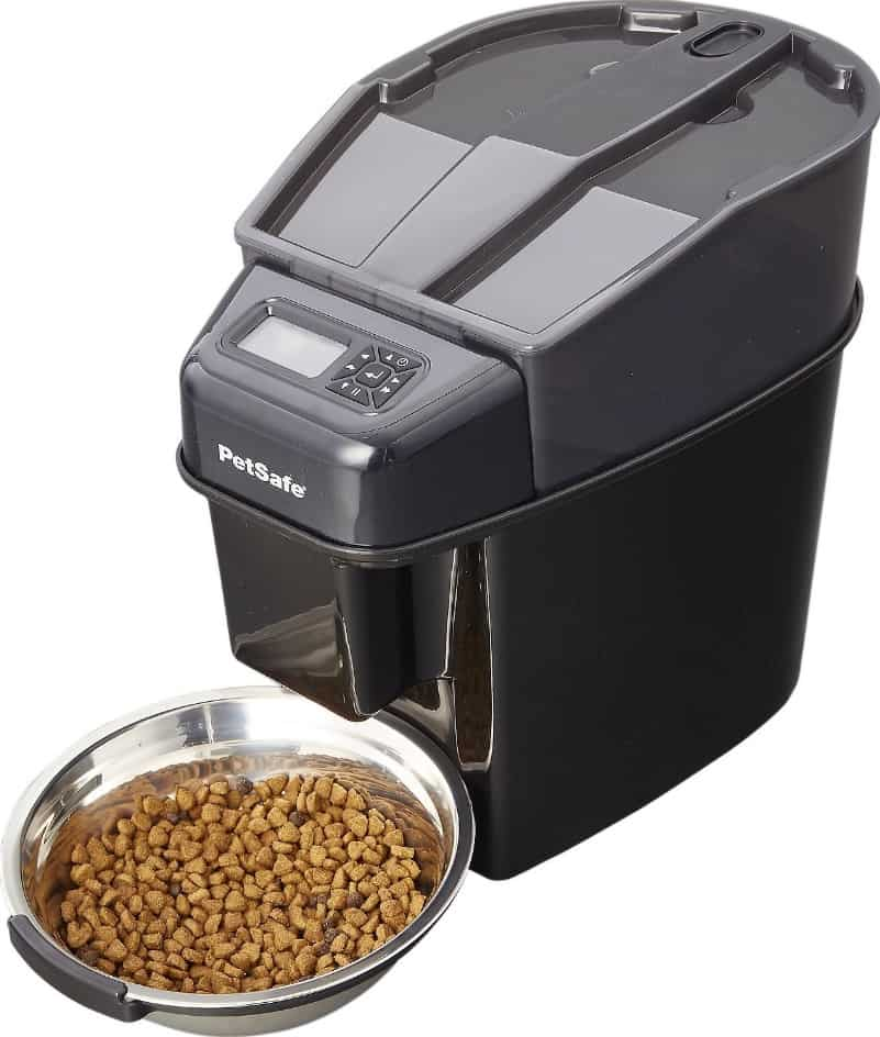 Buyer's Guide & Reviews for the Top 5 Best Automatic Cat Feeders [2020] 2