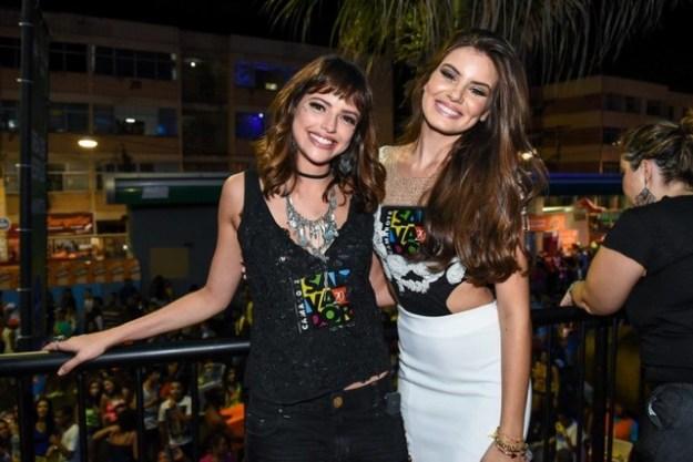 Camila Queiroz e Agatha Moreira (2)