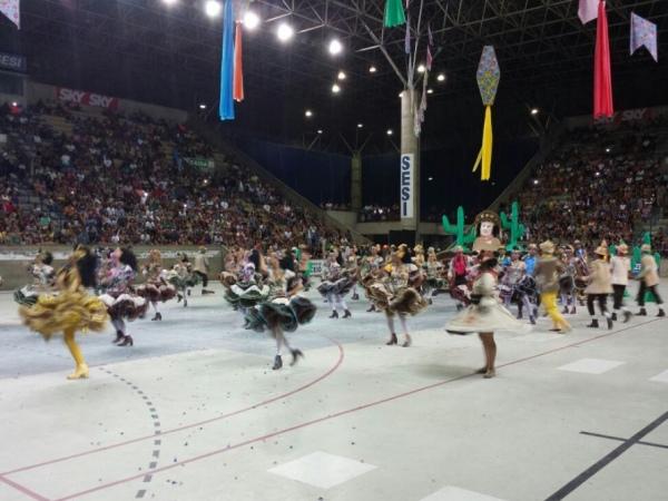 Quadrilhas se apresentaram na primeira noite do Forró e Folia gazeta web 2