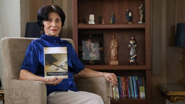 Inez Amorim lança Histórias que ouvi contar com contos e poesias 2