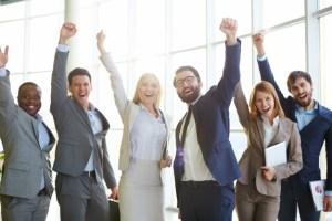 gente-de-negocios-celebrando-el-exito_1098-1996