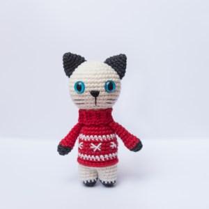 Maskotka kot w swetrze