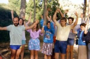 Un juego en una de las acampadas del Olivar, en la Dehersa de Letur, hacia el año 1980