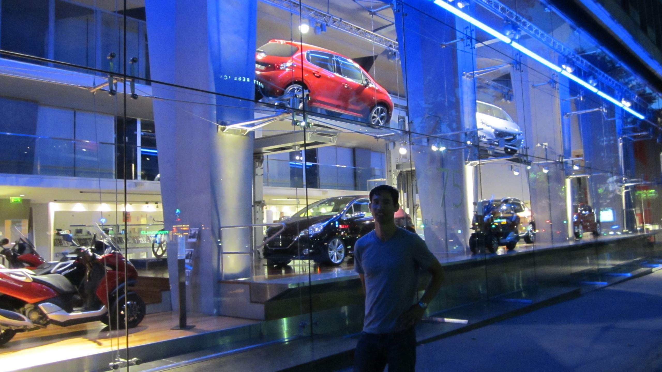 Auto Showrooms On The Champs Elys 233 Es