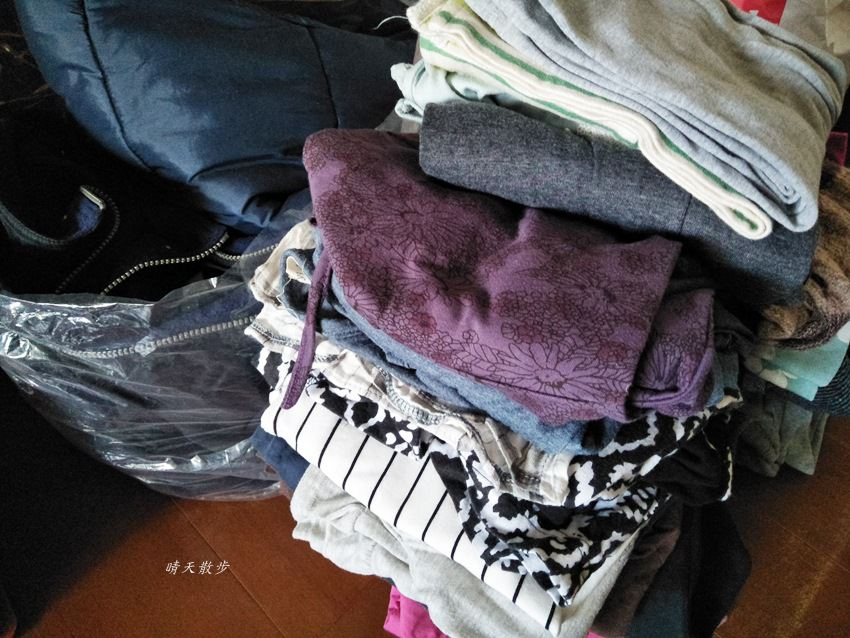 斷捨離|每天丟掉一件東西~十公斤的衣服bye-bye 送進衣物回收箱吧!