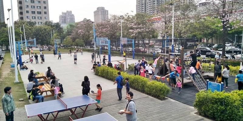 迪卡儂南屯店戶外運動區~桌球、籃球、兒童遊戲區、直排輪場、彈跳床通通有 比公園還好玩!