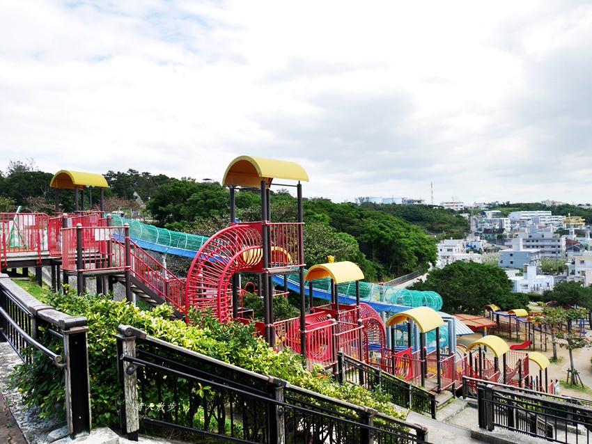 沖繩親子遊行程6 奧武山公園站走路到海軍壕公園大溜滑梯、舊海軍司令部壕 赤嶺站串角燒烤吃到飽