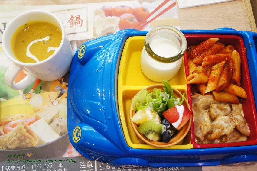 台中親子餐廳|梨子咖啡館崇德店Pear Cafe~優雅舒適的親子友善餐廳 悠閒的白沙沙坑 美麗的兒童繪本室 餐點豐富多元