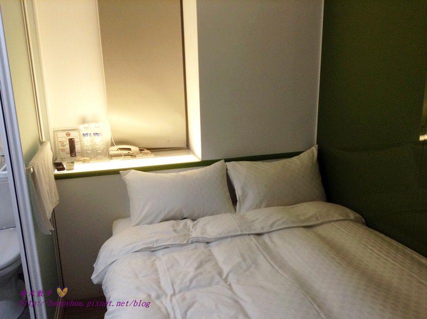 台北住宿|野趣旅舍TO Hotel~空間精簡的雙人房平價住宿含早餐,近火車站、高鐵、捷運站、寧夏夜市,有雙人房和四人房