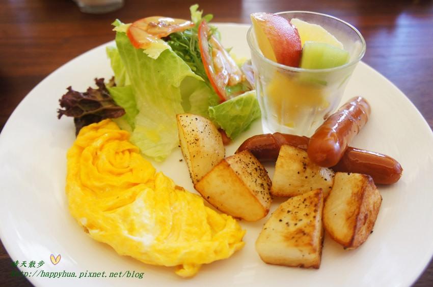 西區早午餐|森製菓the table~充滿麵包香的木質系小餐館 近國美館 綠意盎然舒適悠閒 適合約會也適合聚會