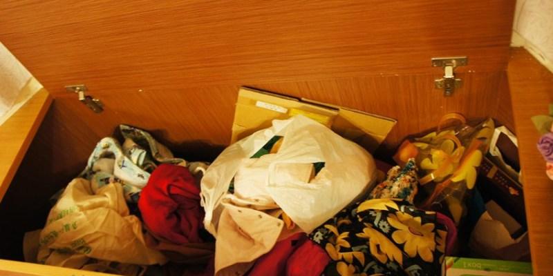 斷捨離︱衣物斷捨離:清出爆多的衣物 平常這些衣物都藏哪去了?舊衣可捐給台中市智障者家長協會(第一波 2012)