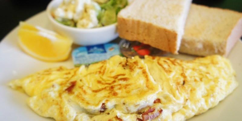 西區早午餐|迴柑橙Orangery Cafe~房子裡有樹的餐廳  清爽簡約早午餐  提供插座和wifi