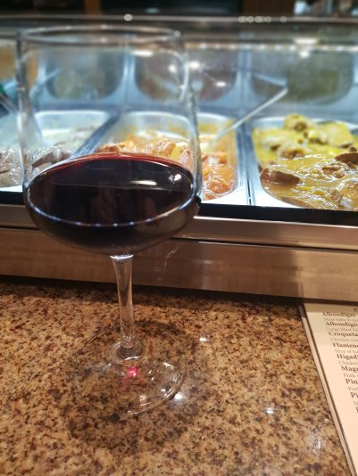 glass of red wine and tapas