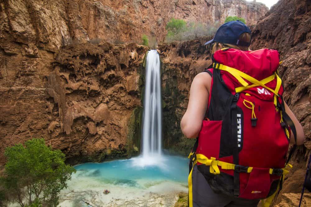 hiker havasu falls travel blog