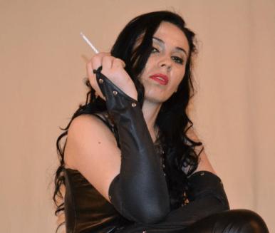 Cruel Mistress smoking on Cam